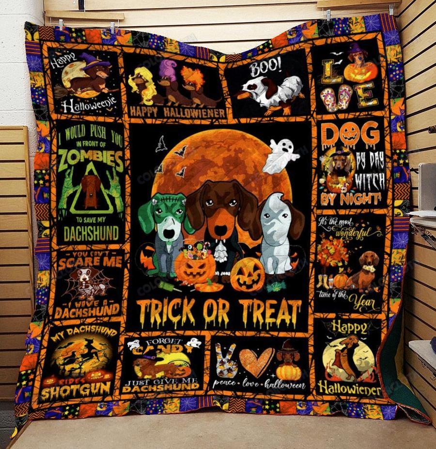 Dachshund Halloween Trick Or Treat Quilt Blanket