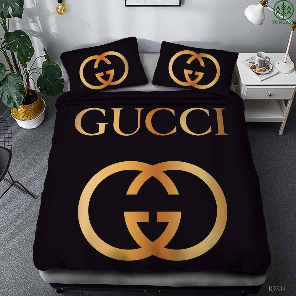 Gucci gold logo black bedding set